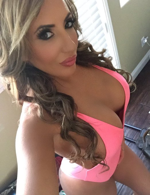 My #wcw is my love @RICHELLERYAN she's beautiful, smart and an amazing friend love you mami give her