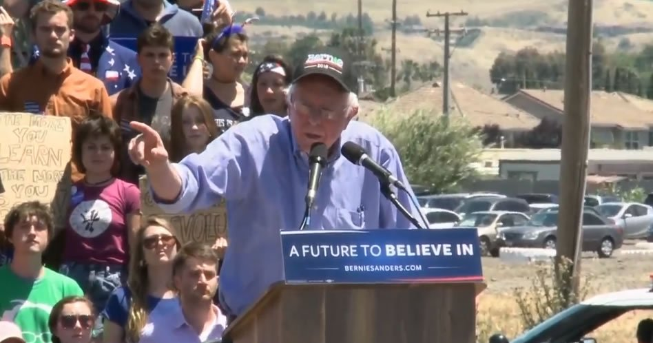 """Nobody in America who works 40 hours a week should be living in poverty."" - #BernieSanders https://t.co/VFCHYJVssL"