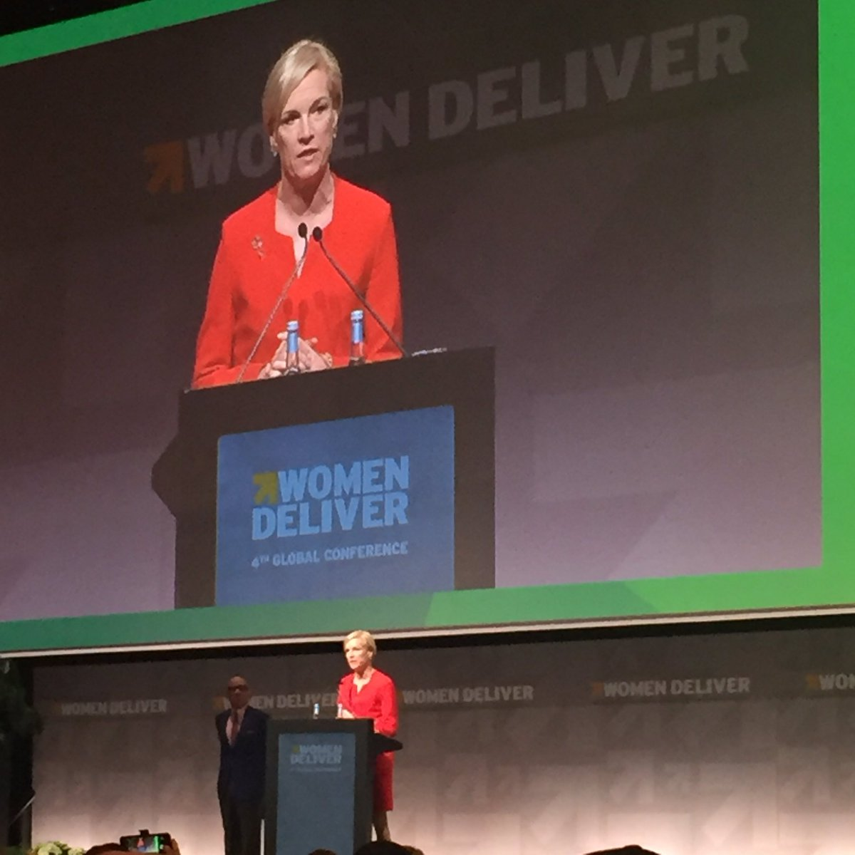 Congrats to the courageous & consistent @CecileRichards! A well deserved @WomenDeliver Award for Courage #WD2016 https://t.co/dsN22YTZ4D