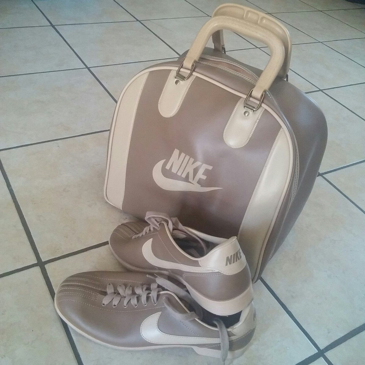 #TBT to when Nike made #bowling equipment. Who out there remembers? #nike #vintage #oldschoolcool https://t.co/v30TwIDzfT