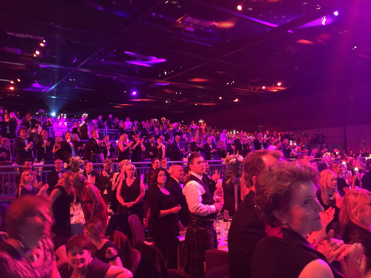 Congrats to Jim Walker who received Outstanding Contribution to Food and Drink and got a standing ovation #sfdea2016 https://t.co/A4x2khZwre