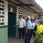 .@MashiRafael visita la Unidad Educativa Velasco Benalcazar en #SanIsidro, Manabí. #EcuadorListoYSolidario https://t.co/ZTTaD1bRrh