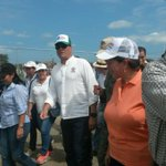Pdte. @MashiRafael junto a Min. @LidiceLarrea recorren albergue en #Jama - Manabí. #JuntosHacemosHogar https://t.co/y9txIUWgkR