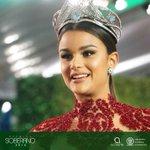 Nuestra reina @ClaryMolinaRD nos deslumbra con su belleza latina en la alfombra roja del #Soberano2016 https://t.co/PsiYnH9IuX