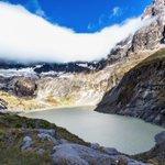 """Laguna Amarilla en el volcán """"El Altar"""" #Ecuador Foto de @sandrosm06 #Fotoec https://t.co/ZDDn8vpt66"""