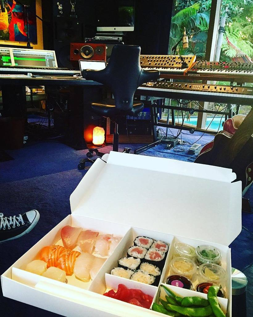 #sushi #studio #happiness #blessed ???????????????????? #newmusic https://t.co/3lU34D5x75 https://t.co/McZBs08ga4
