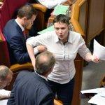 Надежда Савченко может присоединиться к рабочей группе в Минске уже сегодня https://t.co/cT1h978RR2 https://t.co/aS5b2HPEBh