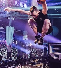 Happy Birthday to everyone's favorite flying boy! @Zomboy xx https://t.co/4rFWAL8C6m
