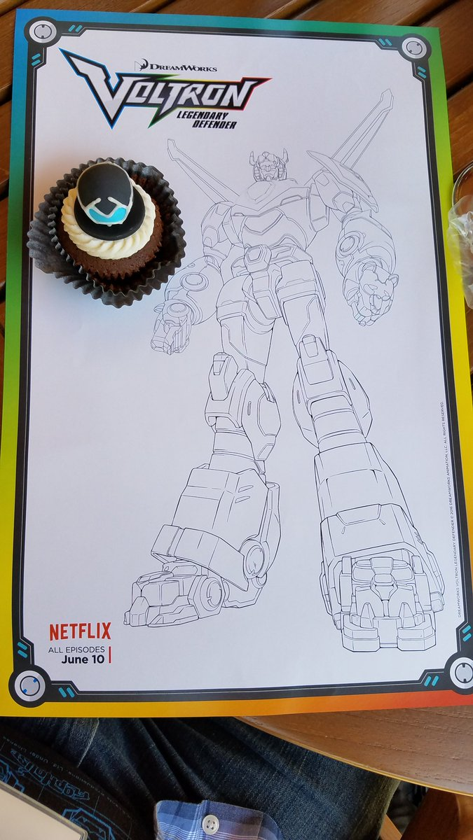 I saw @Voltron coloring placemats at DreamWorks. Download them on my blog https://t.co/alZKe1iMdU #StreamTeam https://t.co/f1Vjb9NA8o