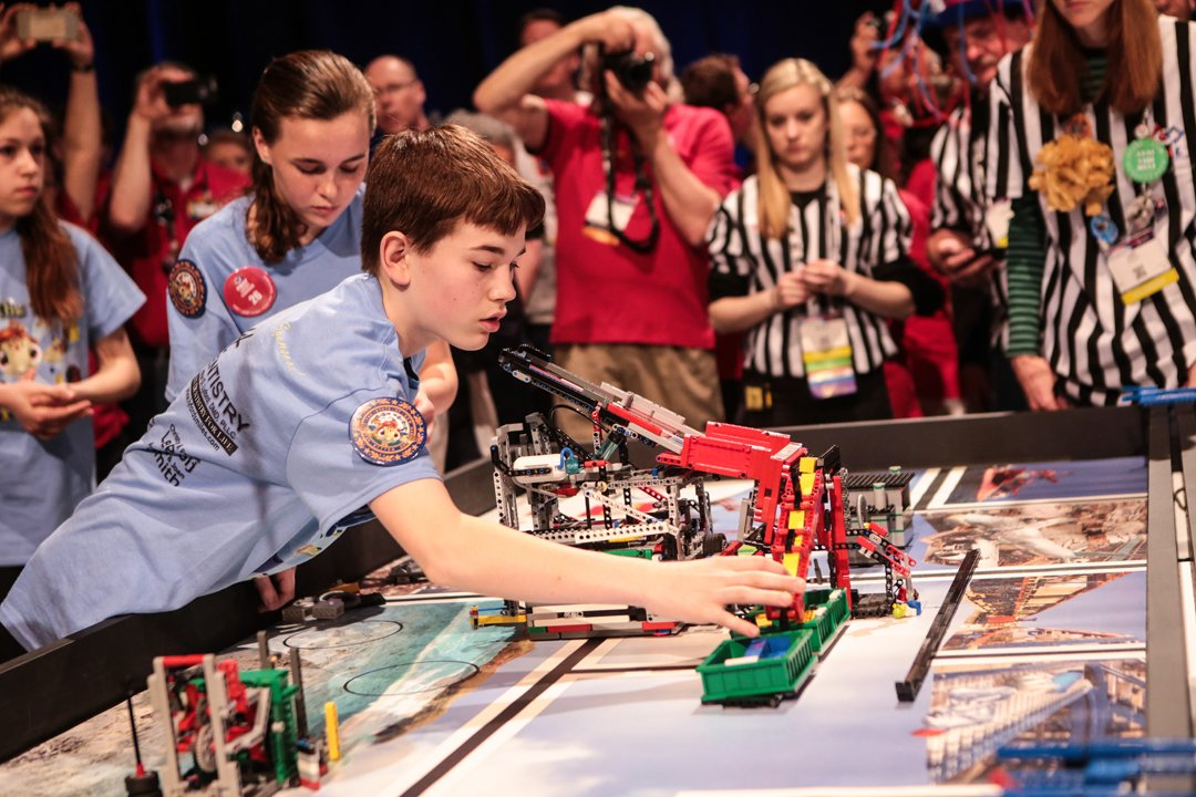 """""""Children must be taught how to think, not what to think."""" - Margaret Mead #morethanrobots https://t.co/TzmFr9wAos"""