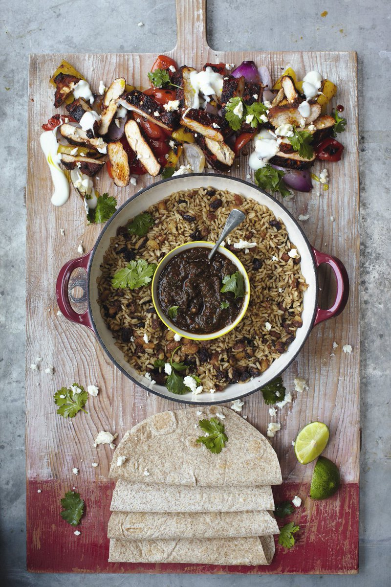 #RecipeOfTheDay is sizzling chicken #fajitas with rice & beans. Ready in just 15 mins! https://t.co/JNhTlJfSFT https://t.co/5ERkOkpvCt