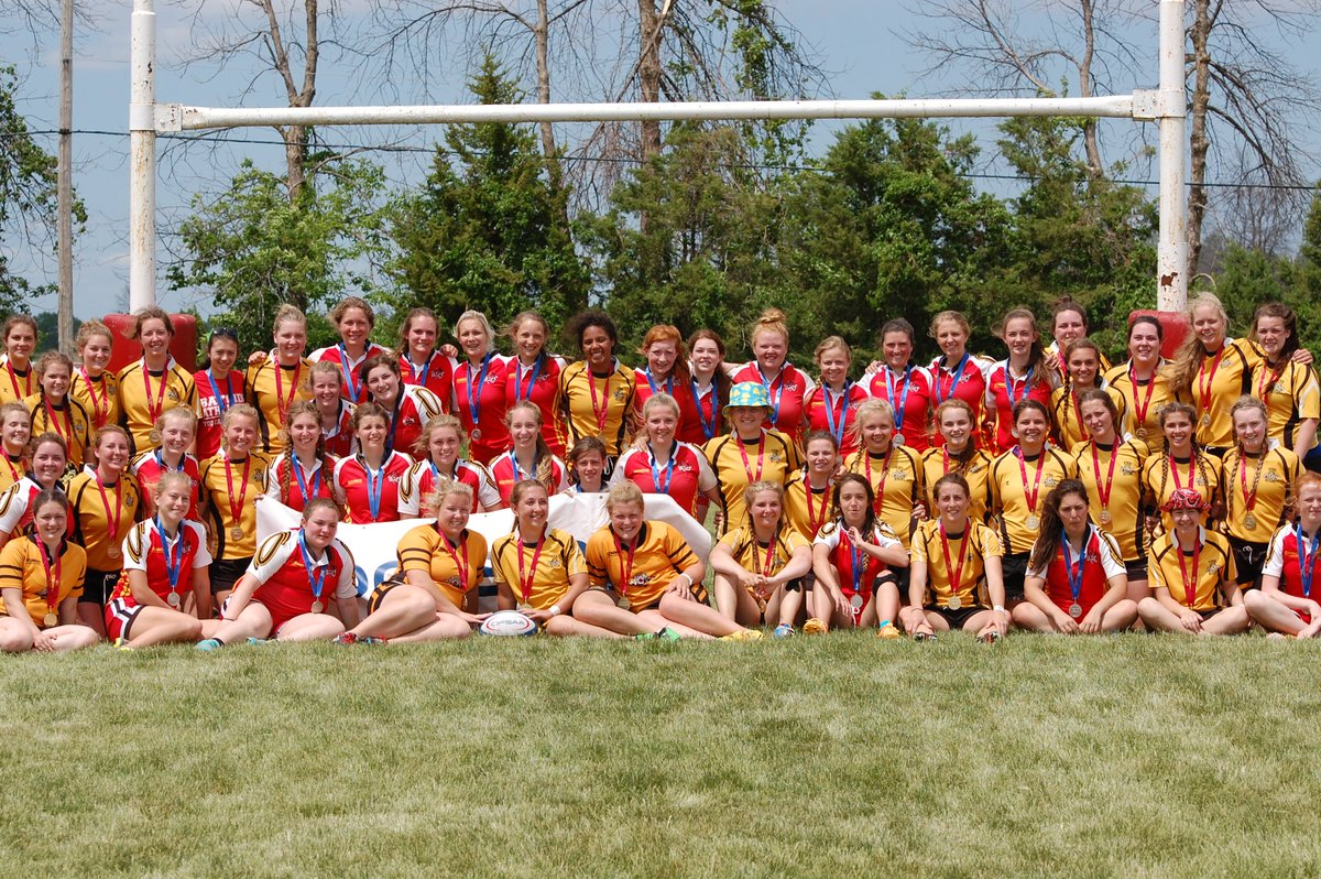 Fantastic show of sportsmanship: following the @OFSAARugby Gold Final, the Trenton & Bayside sides came together! https://t.co/oaqSFMrM9S