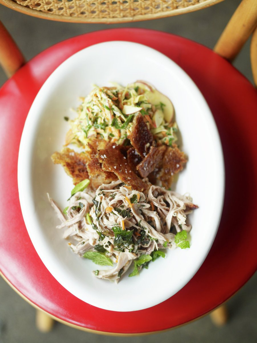 This smoky southern-style pulled pork recipe is so delicious! Get today's #RecipeOfTheDay: https://t.co/hHlnAQ0BjQ https://t.co/7khl5Oq66Y