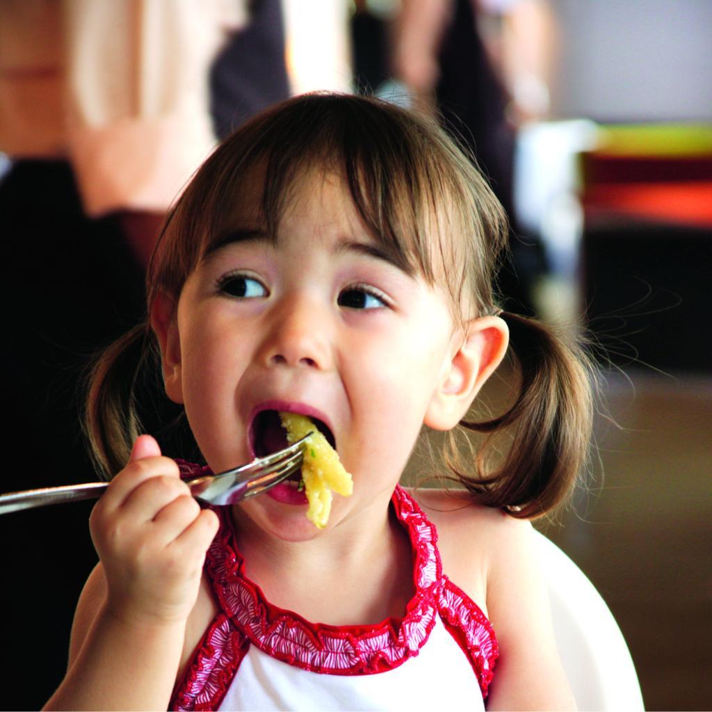 Full tummies mean happy travelers. Remember Kids Eat Free when you stay at #HolidayInn! https://t.co/85f82QBOzt https://t.co/FddqJOWB2v