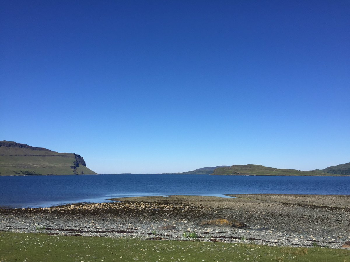 Costa del Mull - Loch Na Keal and Gribun looking fantastic- suntan doing nicely #Mull #WeatherWatchers https://t.co/frcGvBrNgc