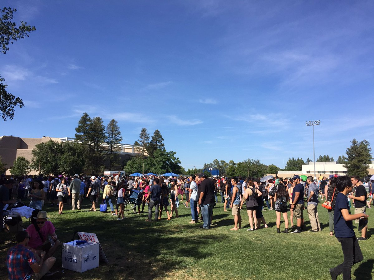 Arrived at the Bernie Sanders rally in Davis, CA. I'm not sure why anyone is in line... seems we can just hang out. https://t.co/Aw1R7Ksgi4