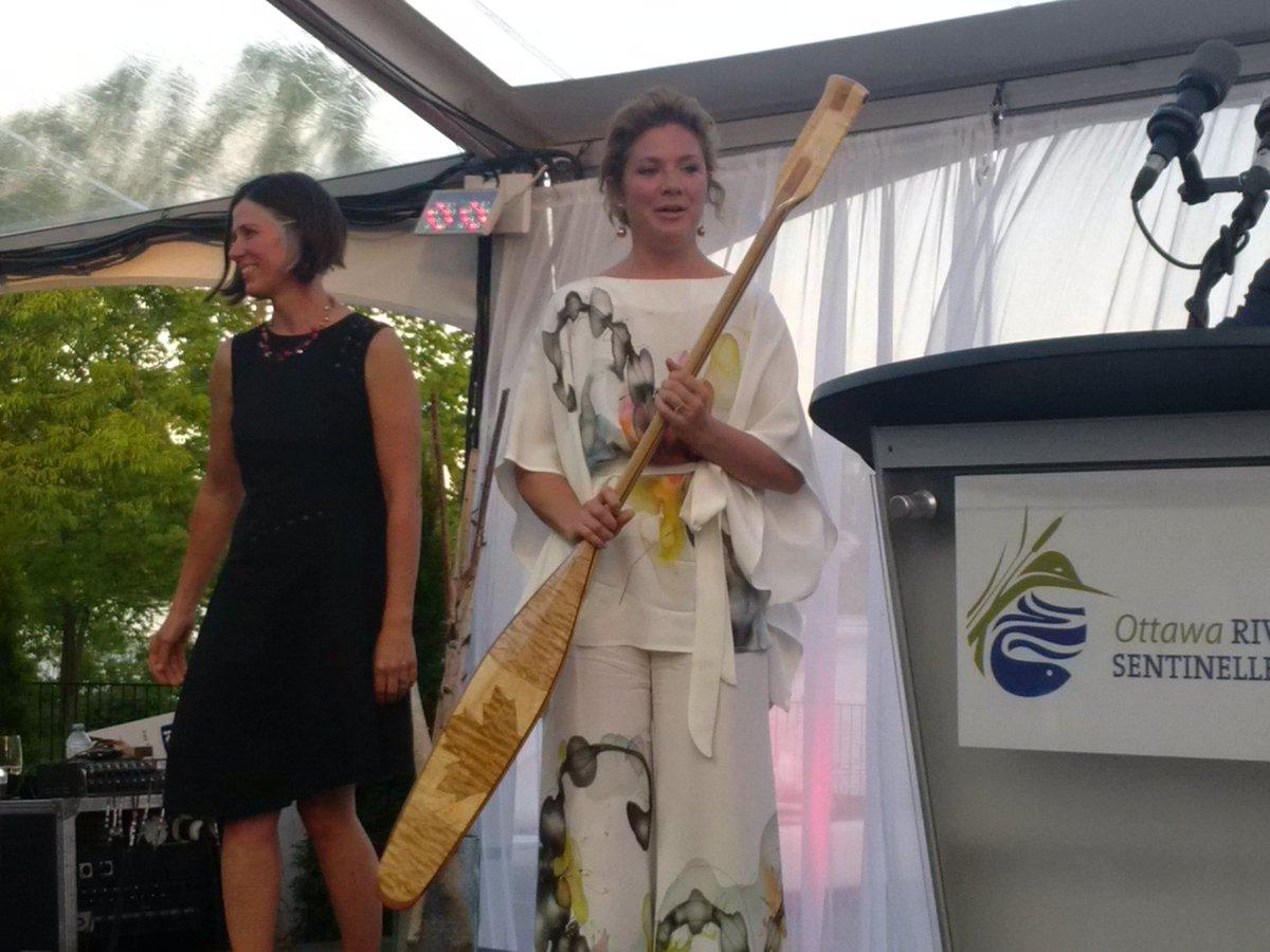 Gorgeous eve.  Sophie Grégoire-Trudeau accepts the honorary Riverkeeper award w heartfelt sentiment #Riverkeepergala https://t.co/cv9IrkFgZB
