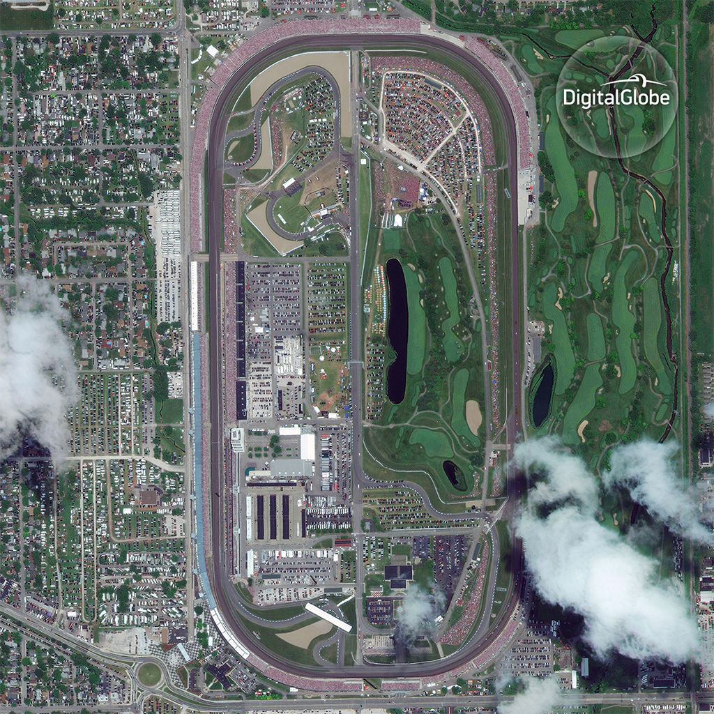 #ICYMI there were over 350,000 spectators at the #Indy500 last weekend and this is what they looked like from space! https://t.co/Xnwdf1doQM