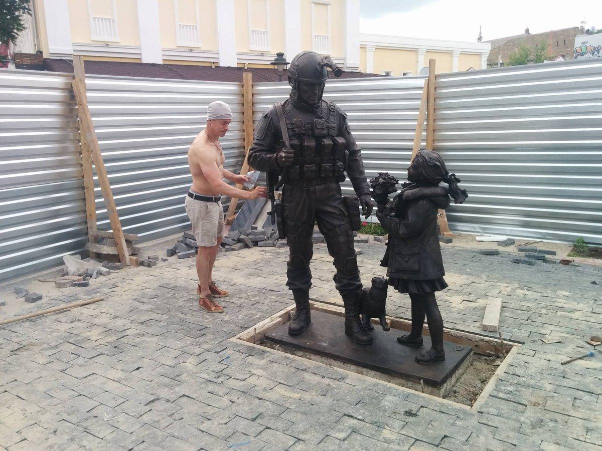 Памятник Вежливым Людям в Симферополе почти готов. https://t.co/faICVP3lA1