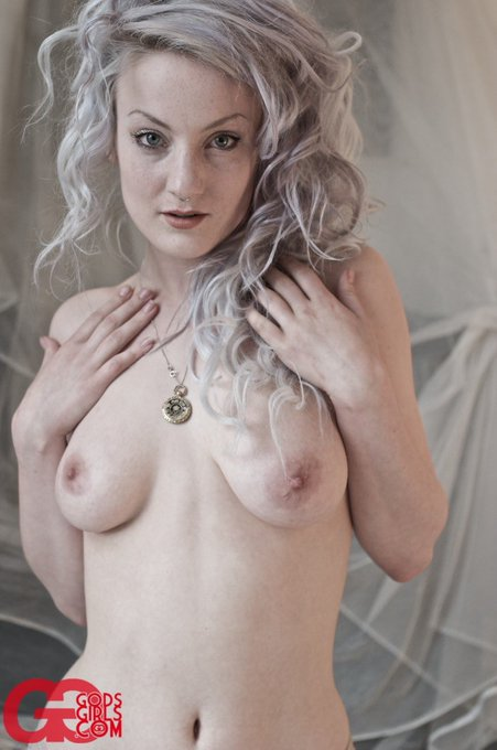 2 pic. Happy birthday @GodsGirls - thank you for enabling my first foray into internet nudity (circa