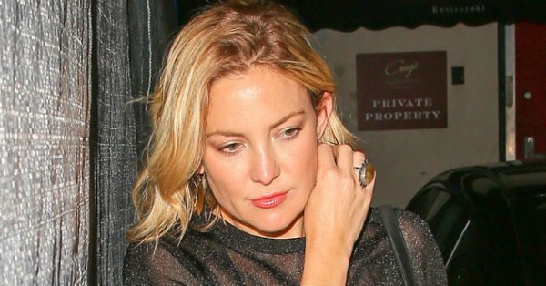 Kate Hudson looks chic in this monochromatic ensemble: