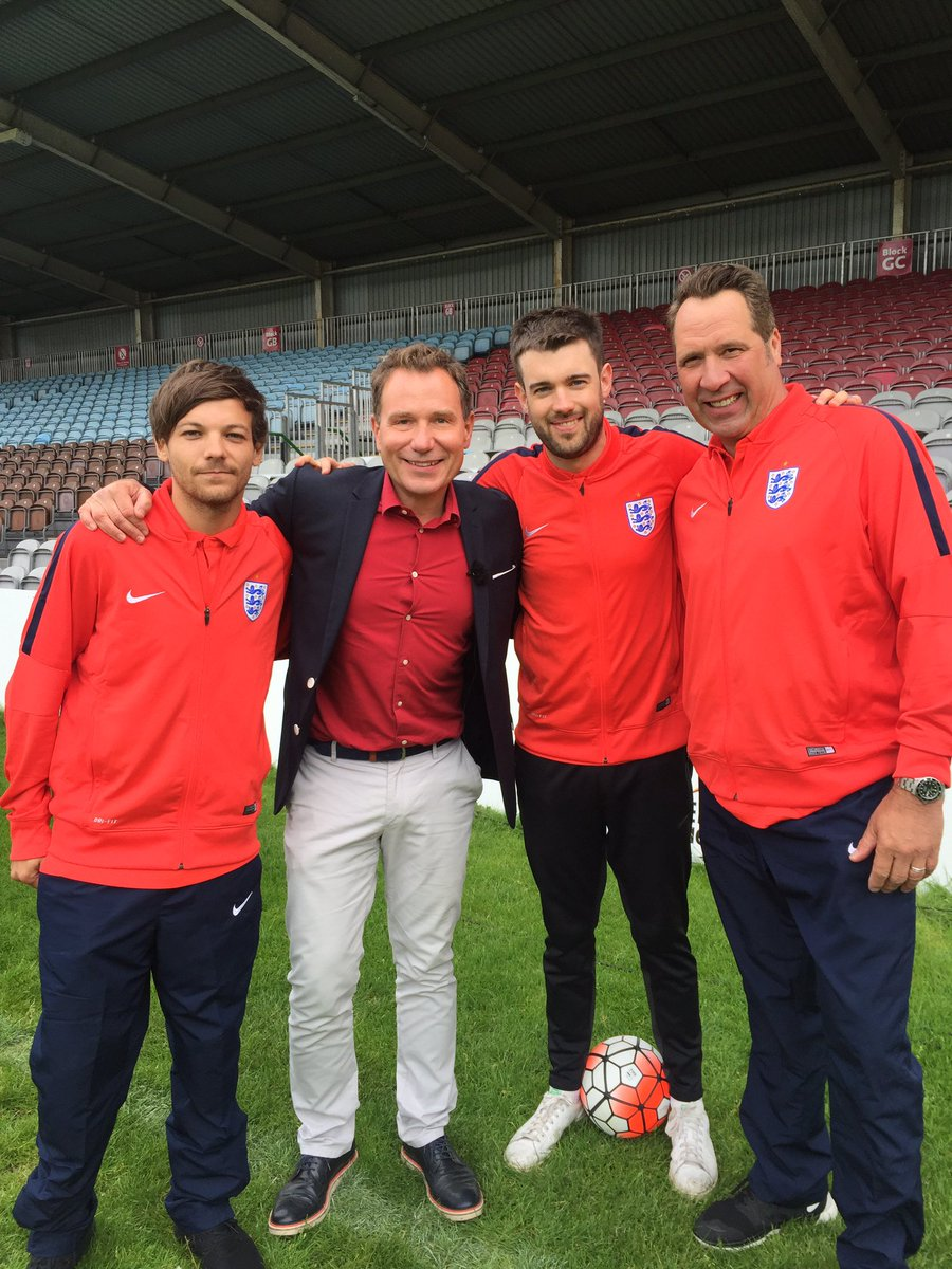 Another day at the office @GMB .@Louis_Tomlinson @jackwhitehall @thedavidseaman @socceraid  #UNICEF #SoccerAid #GMB https://t.co/ull64m5XZX