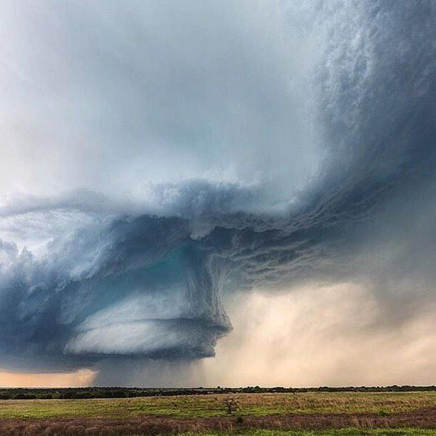 Amazing supercell in Texas, USA | Photography by ©Kelly DeLay https://t.co/zjpyesgEBv