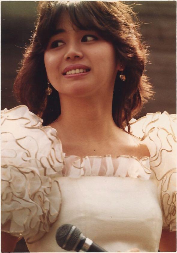 「黒い瞳」のキャンペーンを行っていた頃の「坂上とし恵」です。この頃の坂上とし恵は可愛くて面白かった。娘の香音ちゃん相当可