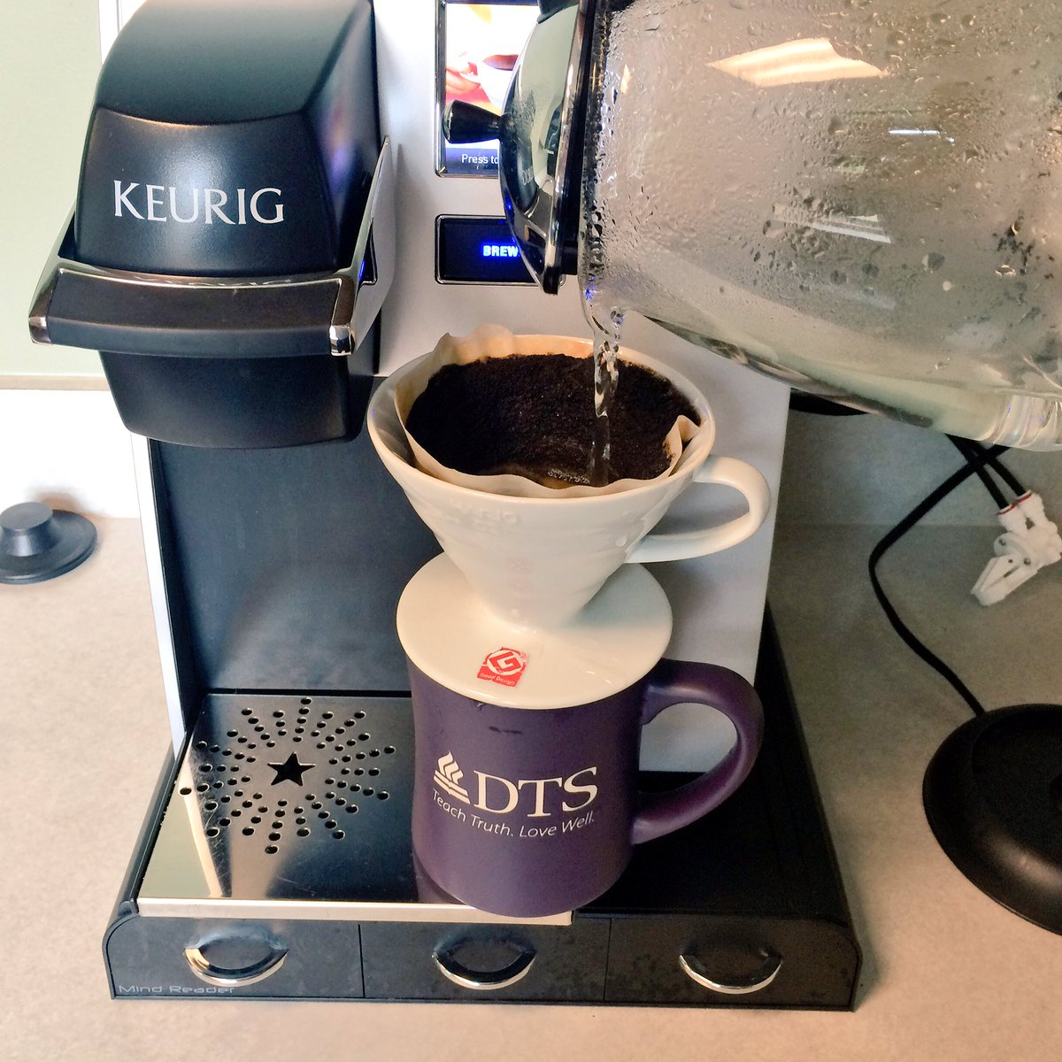 How to properly use a Keurig. https://t.co/SDedyWATvt