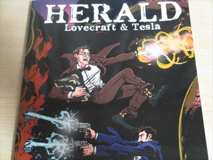 ラヴクラフトとニコラ・テスラがタッグを組んで事件を解決する「HERALD」から。ラヴクラフトは炎系の術者に。テスラは電気銃使い。一巻しか持ってませんが、神話クリーチャーで登場するのはミ=ゴだけ。 https://t.co/7Um8R1oapQ