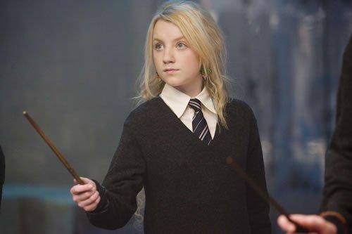 この画像の女の子が一ノ瀬かえでを演じた三村ゆうなさんが吹き替えで演じたハリー・ポッターのルーナというキャラクターです。 https://t.co/mWBr62wdwe