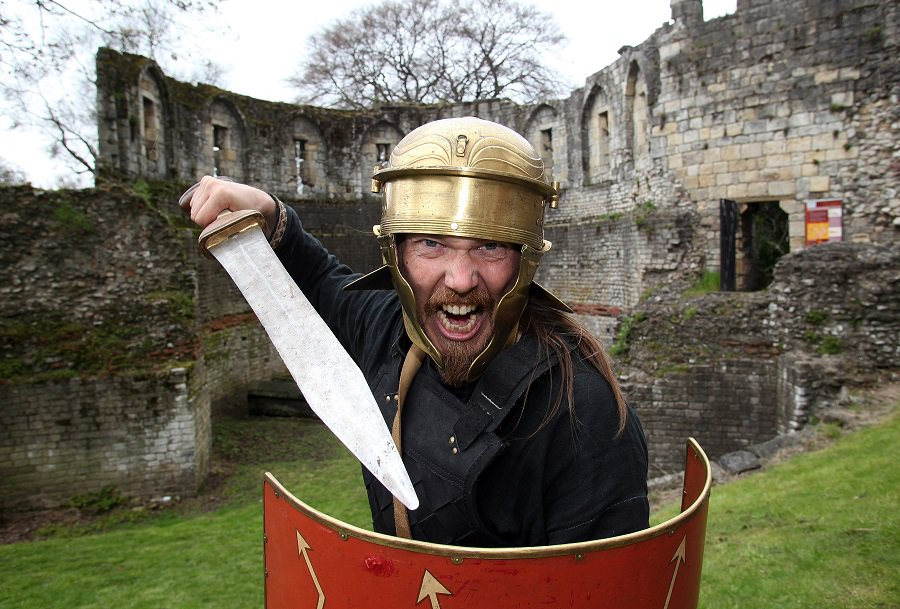 More than 50 #Roman re-enactors will be marching through #York city centre this Saturday and Sunday - don't miss it! https://t.co/XVFkEUOp3c