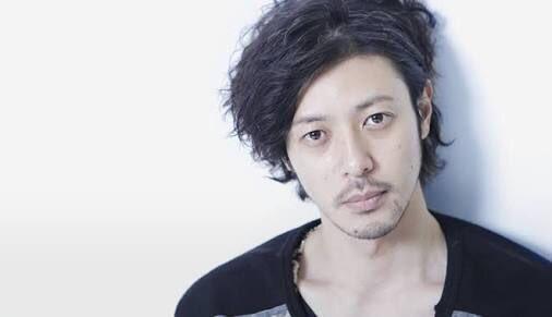オダギリ ジョーは、俳優、ナレーターも務める。本名、小田切 譲。岡山県津山市出身。鈍牛倶楽部所属。身長176cm。オダジョー、オダギリと略されることもある。妻は女優・香椎由宇。血液型はO型。 https://t.co/Hr78QEl09W
