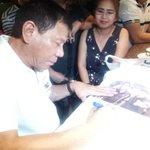 LOOK: Presumptive president Rodrigo Duterte signs a Duterte shirt early morning Sunday here in Davao @PhilstarNews https://t.co/Mq1g0bq9Zt
