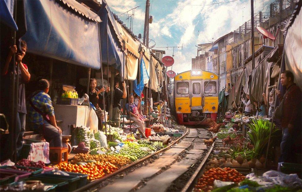 A Train Goes Through Market, Bangkok | Photography by ©Paul Sarawak https://t.co/X04qI46v1i
