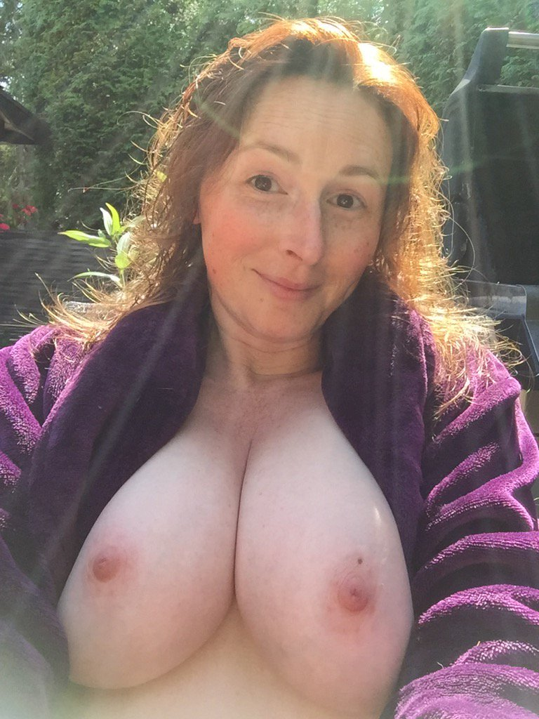 #boobies in the sunshine! What a beautiful day to be naked! xT8WSDebtD