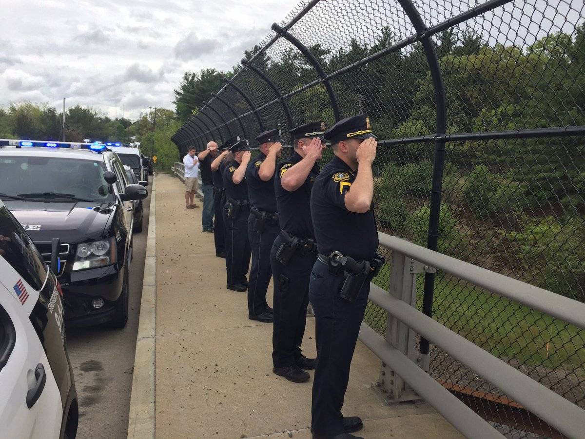 #WPD officers including @TheIACP President salute the escort of the fallen @AuburnMAPolice officer this morning. https://t.co/2NaDeZfWtp