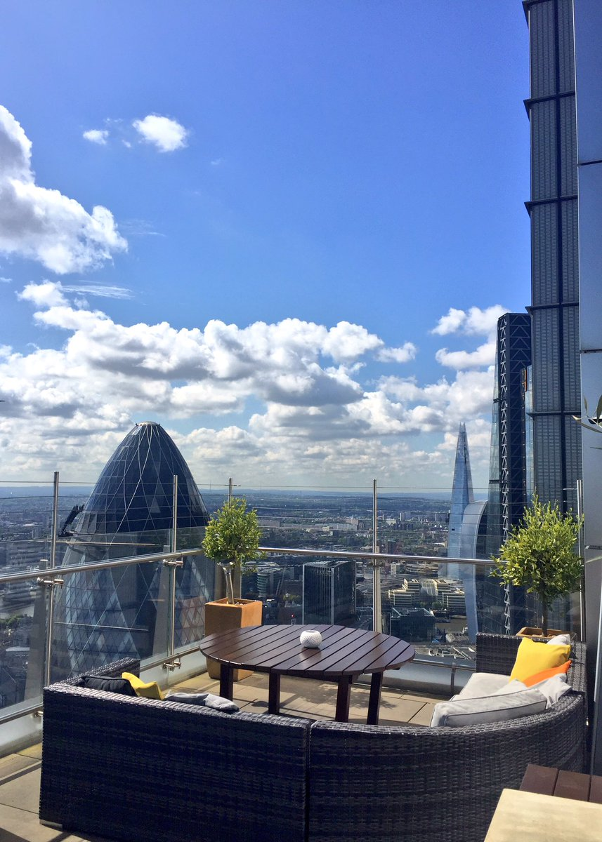 Beautiful day in #London so that can mean only one thing - alfresco lunch on the terrace overlooking the city https://t.co/zVNsIC93ZA