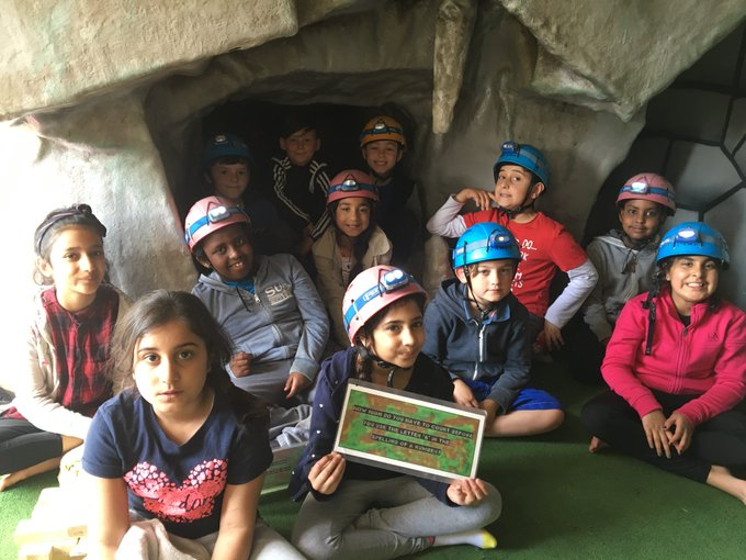 Tunnelling #teamawesome #crystals #hideandseek https://t.co/IxHjksCX52