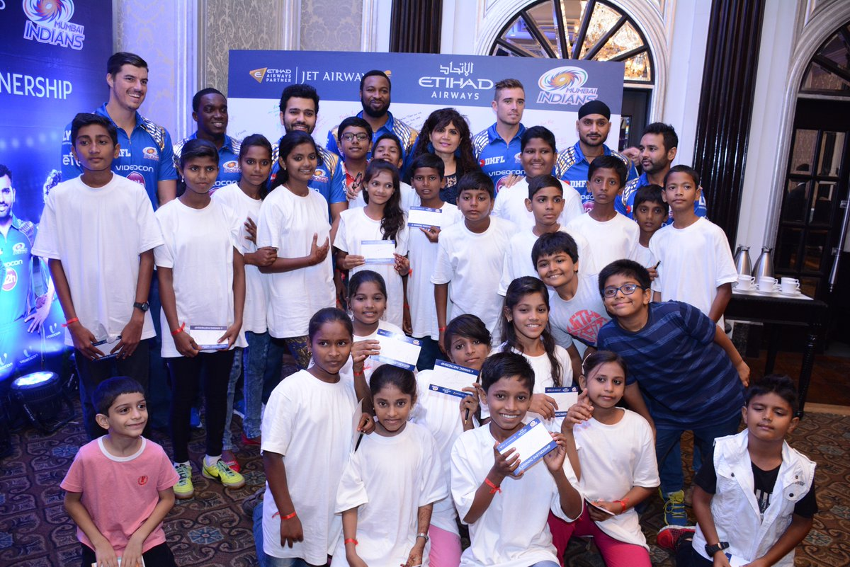 Happiness is meeting your favourite cricketers! @mipaltan @jetairways @magicbusindia. Read