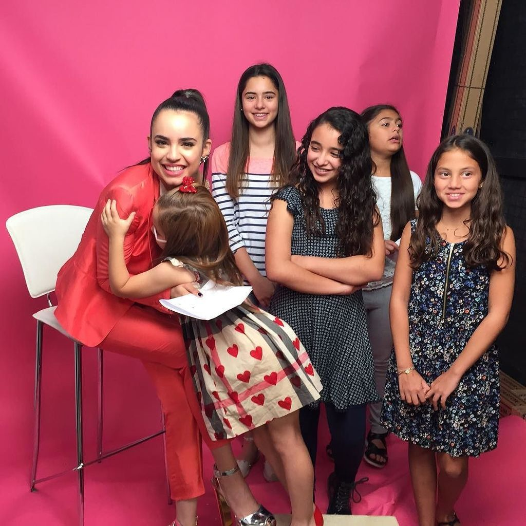 The girls interviewing @sofiacarson https://t.co/uScs7v3iTg