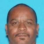#Vallejo police looking for Darrylone Shuemake Sr, 53, of Vallejo as suspect in Sunday fire that killed a 5-yo boy. https://t.co/3KfB0w5ABn