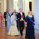 >> Pałac Królewski, Norwegia https://t.co/NWNhpqKSje