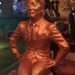 新宿歌舞伎町にある坂上忍母の店『ザ・テレビジョン』名物の坂上忍像。 https://t.co/jb6n6yIjue