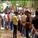 Delhi: BJP protest over water & power crisis outside CM's residence, water canon used against protesters. https://t.co/GLhPfTKAGk