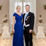 Oficjalne zdjęcie Prezydenta @AndrzejDuda i Pierwszej Damy, wręczone wczoraj norweskiej Parze Królewskiej. https://t.co/y7slQUcEKa