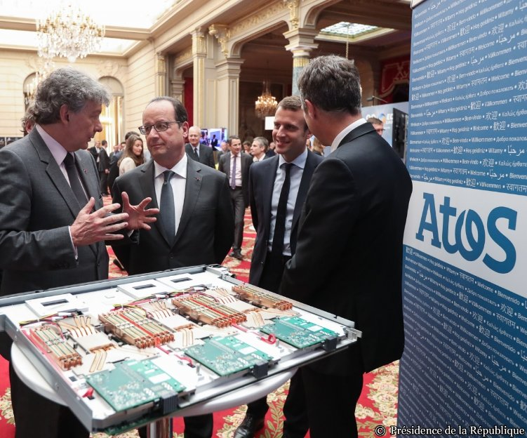 CEO Thierry Breton presenting Bull sequana, the world's most efficient #HPC, to French President @fhollande https://t.co/Qc3H4EJ80A