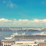 Dazzle Ferry totally dwarfed by @PrincessCruises Caribbean Princess ???????? at #Liverpool Cruise Terminal this morning https://t.co/xgTaQwRaBS