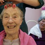 New Stirling-led study highlights benefits of hair care in dementia treatment: https://t.co/2XkRQEQixs https://t.co/BXcAxq6bJ9