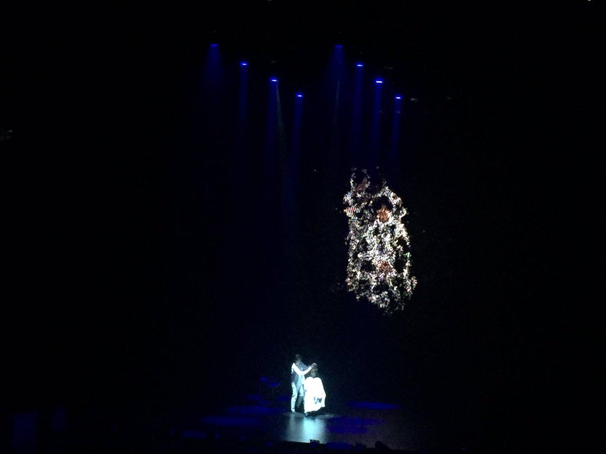 「Dear Dreamers」トリを務めたのはair /LOVEST 木村直人さん。実像と虚像が交差するフューチャリスティックな世界観の中、シンプルにレイヤーカットを魅せた。 #ナプラ #ドリプラ2016 https://t.co/s5iPWVTdpu